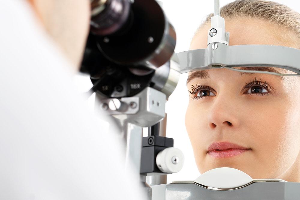 """Presbiopia: será que eu tenho a famosa """"vista cansada""""?"""